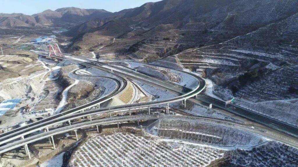 """""""智慧公路"""" 延崇高速公路河北段"""